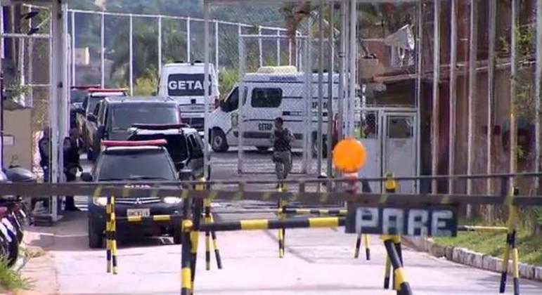 Quatro detentos tentaram escapar utilizando uma corda artesanal e três foram capturados