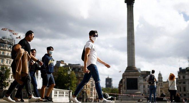 """O coronavírus estará conosco """"para sempre de um jeito ou de outro"""", diz um cientista do órgão consultor que orienta o governo britânico sobre a pandemia"""