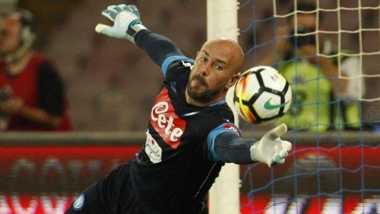 Pepe Reina, goleiro do Aston Villa, também teve coronavírus. Ele, inclusive, disse que chegou a ficar 25 minutos sem fôlego.