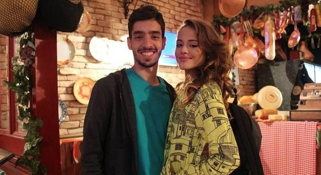 Peppe e Rosa Flor vivem romance em Amor Sem Igual