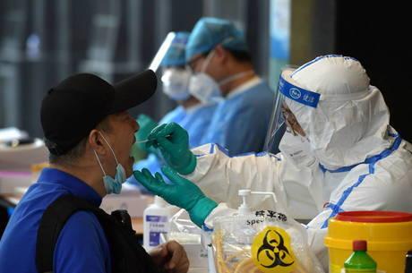 Pequim estende restrições após novo surto de covid