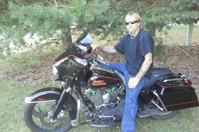 Greg, de 48 anos, era um homem forte, que adorava pilotar sua Harley Davidson toda a semana em Wisconsin, Estados Unidos. Mas em sete dias ele estava mudado