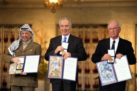 Peres, Arafat e Rabin receberam o Nobel da Paz