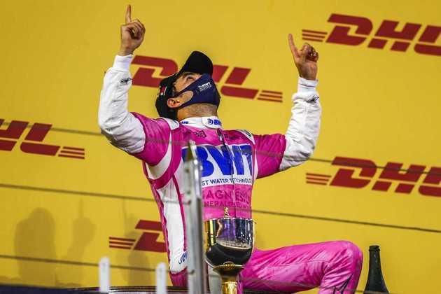 Pérez demorou dez temporadas para vencer na F1. Quais outros pilotos demoraram a subir no degrau mais alto do pódio?