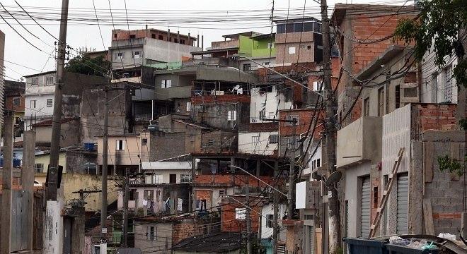 """""""O asfalto tem muito a aprender com a favela"""", diz fundador do Data Favela"""