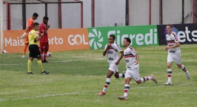 Pernambucanos tiveram rumos distintos nas respectivas estreias no torneio de base