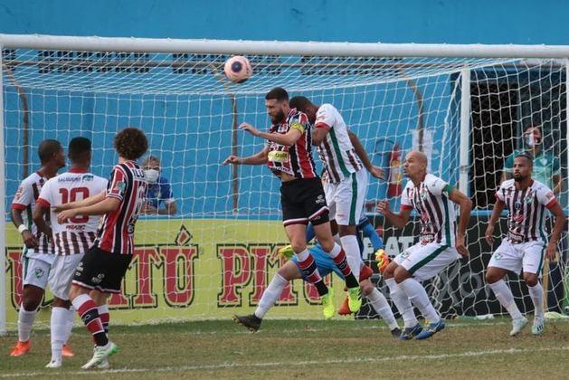 Pernambuco - No primeiro jogo da decisão do estadual, Salgueiro e Santa Cruz empataram por 1 a 1. O jogo de volta está marcado para esta quarta.