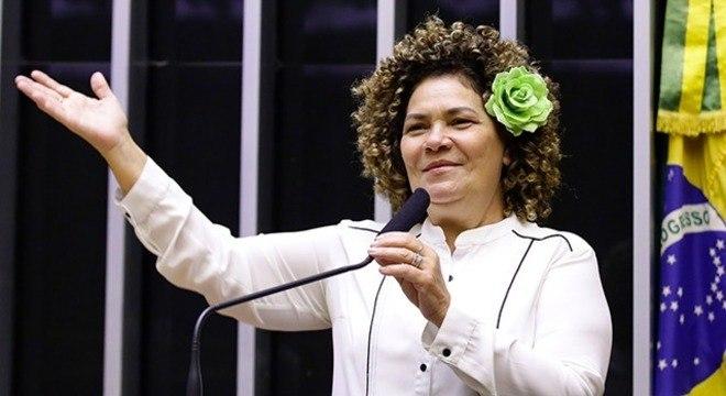 Perpétua Almeida (PCdoB) é autora do projeto de decreto legislativo