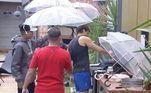 Churrasco na chuvaSabe aquele churrasquinho de domingo? Os participantes tiveram a ideia de fazer, porém foram surpreendidos com a chuva. Eles precisaram se revezar em segurar o guarda-chuva e não deixar a carne passar do ponto!