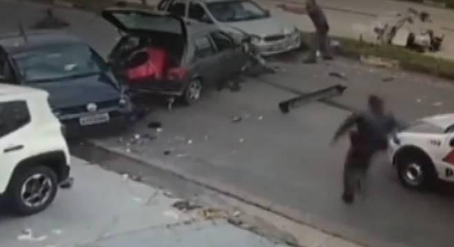 Perseguição policial termina em grave acidente na Grande SP