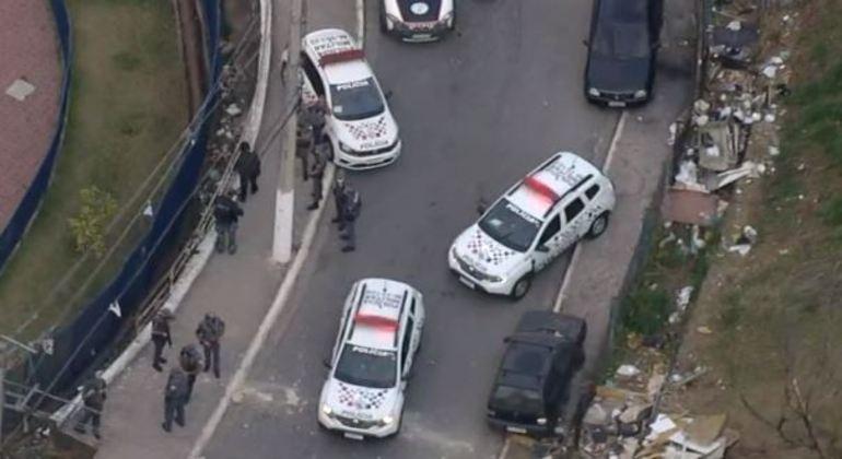 Após perseguição, suspeito foi baleado e morto, mas outros quatro fugiram
