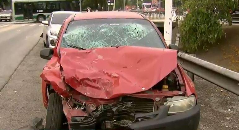 Perseguição termina em acidente e deixa pelo menos seis pessoas feridas