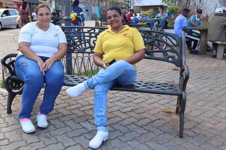 Vanessa e a amiga durante intervalo do trabalho