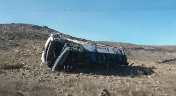 Veículo deixou a estrada e capotou em um abismo em Nazca
