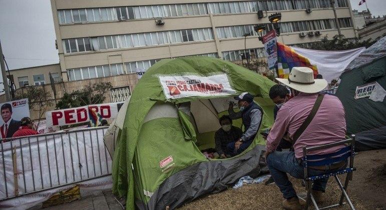 Apoiadores dos dois candidatos acamparam em praças de Lima, capital do Peru
