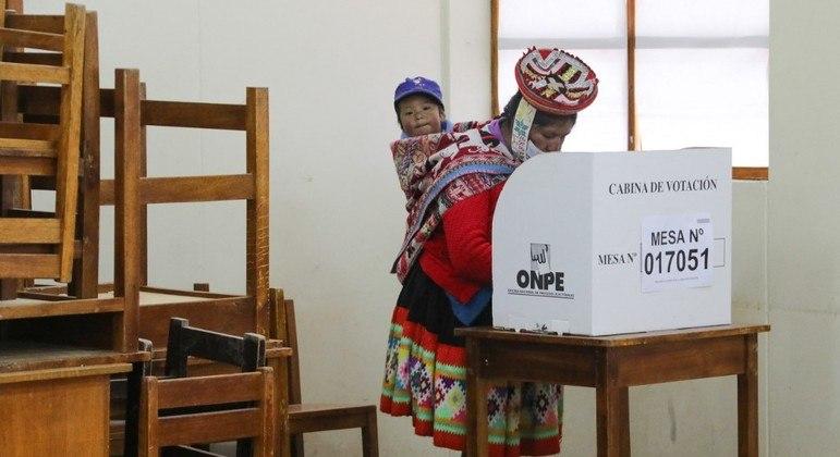 O Peru teve, neste domingo, uma das votações mais apertadas da história