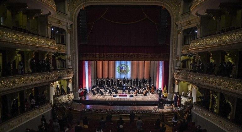 Evento no Teatro Municipal de Lima comemorou assinatura da ata de independência do Peru