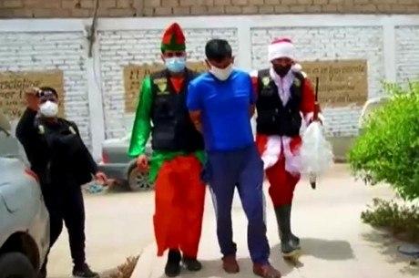 Policiais fizeram operação  vestidos de Papai Noel e elfo