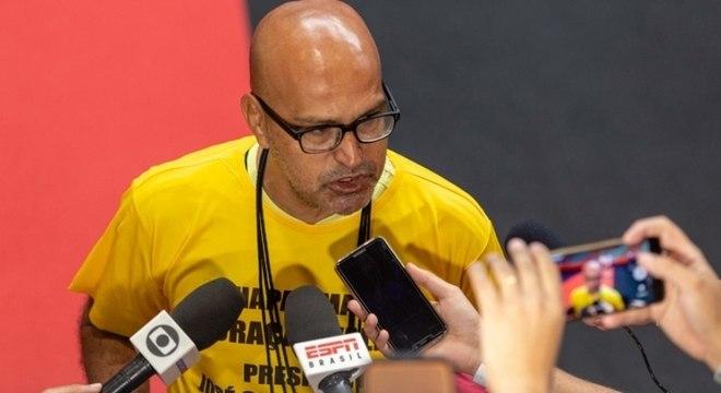 "Peruano, ex-candidato a presidente do Flamengo. ""Amante descoberta"""