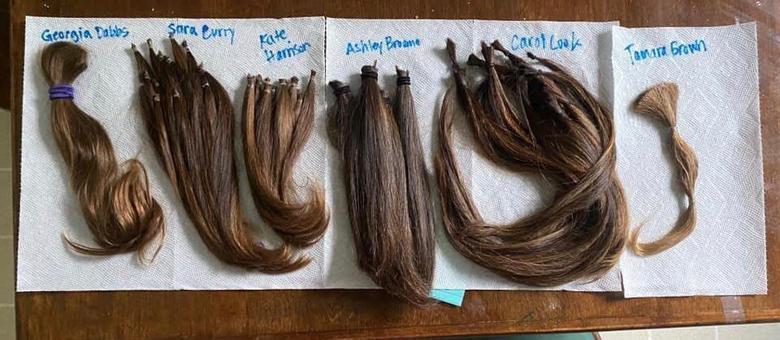 Dan postou as fotos do cabelo que recebeu com os nomes das doadoras