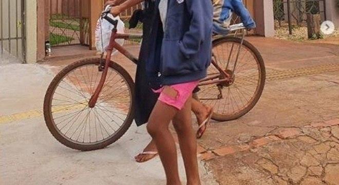 Imagem compartilhada por academia de Dourados (MS) na qual indígenas foram alvos de críticas e caso foi parar no Ministério Público Federal. (Imagem cortada para preservar as identidades da mulher e das crianças)