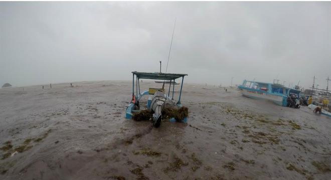 Pescadores se preparam para chegada da tempestade