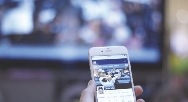 Segundo pesquisa, 53% acessam redes sociais enquanto veem TV