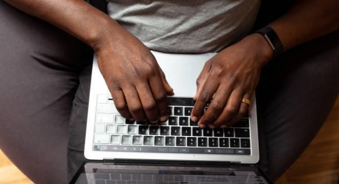Brasileiros usaram mais a internet buscar serviços públicos durante pandemia