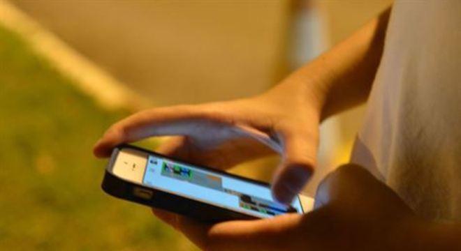Pesquisa TIC Domicílios apontou que 58% dos brasileiros acessavam a internet em 2019 exclusivamente pelo telefone celular