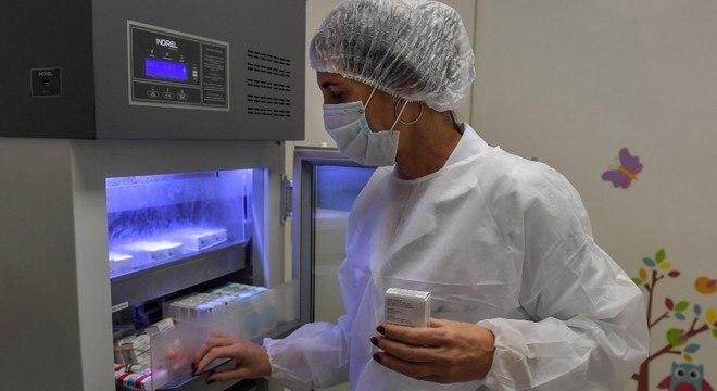 O teste da vacina em Oxford foi ampliado para incluir milhares de voluntários no Brasil e na África do Sul