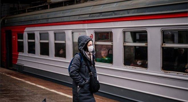 Nervosismo entre russos sobre situação mundial do covid-19 é cada vez mais visível