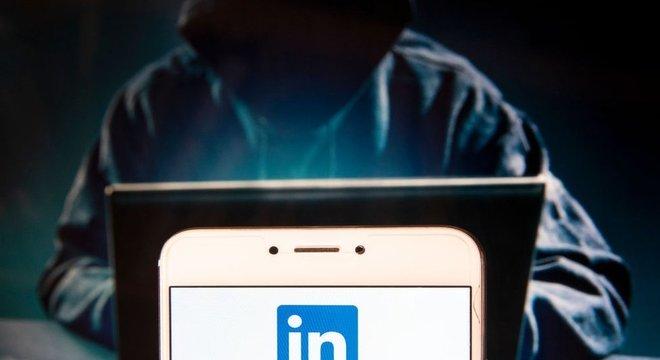 Agentes chineses usariam contas falsas na rede social, dificultando sua identificação