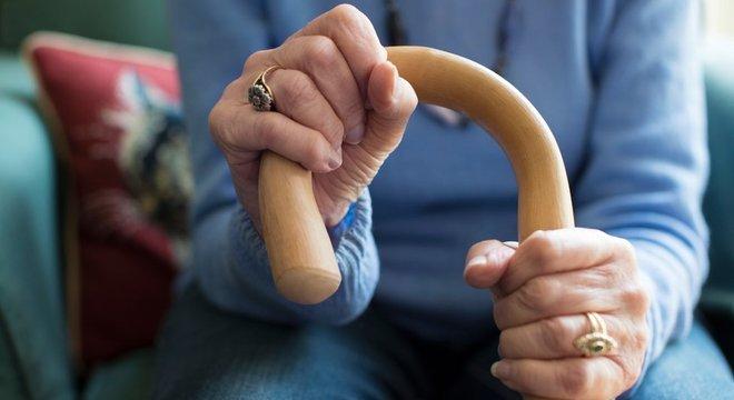 Sociedade deveria se preocupar em criar atividades para as pessoas idosas, diz Karnal