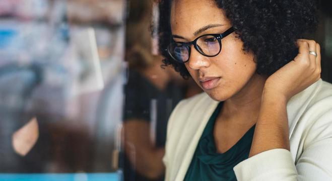 Mulheres negras constituem menos de 1% dos cargos de chefia no país