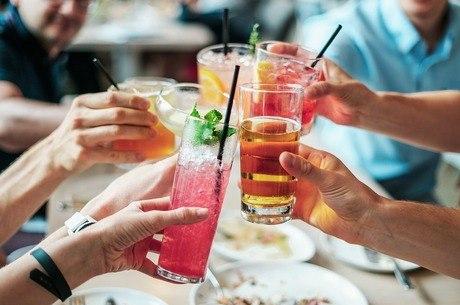 Mídia havia recomendado álcool para se prevenir da doença