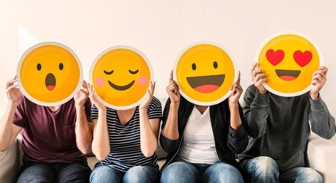 Termos de pesquisa ativada por voz geralmente levam em conta o humor da pessoa