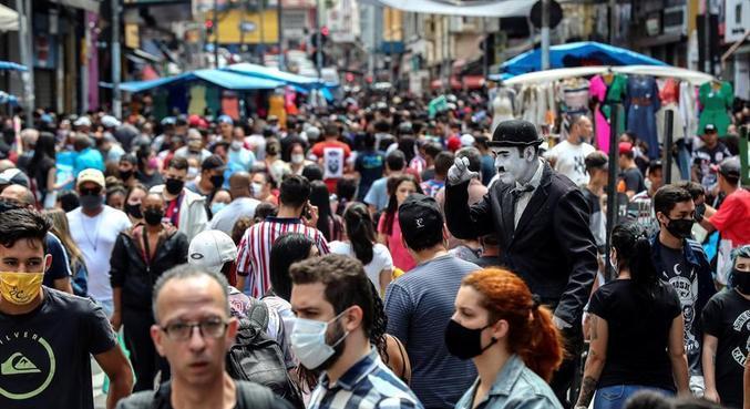 Uso de máscara diminui o risco de disseminação de gotículas de saliva