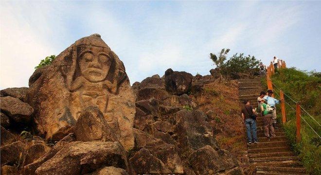 Pouco se sabe sobre a sociedade pré-colombiana responsável pelas câmaras funerárias e estátuas encontradas em Tierradentro e San Agustín