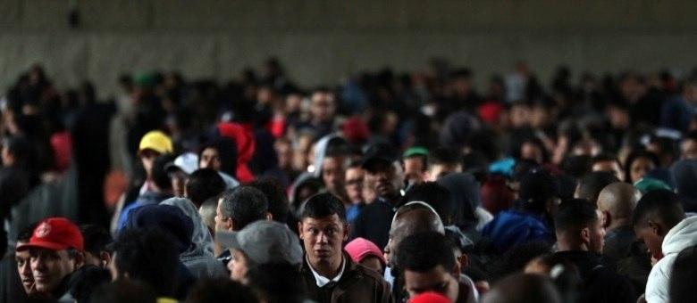 Pessoas à procura de vagas de trabalho, em São Paulo