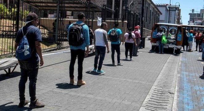 A prática de distanciamento social vem sendo cumprida pela população