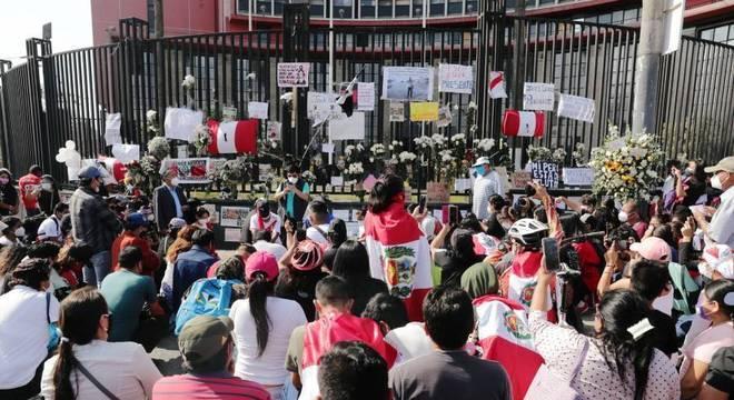 Homenagem aos dois jovens mortos durante os protestos no Peru