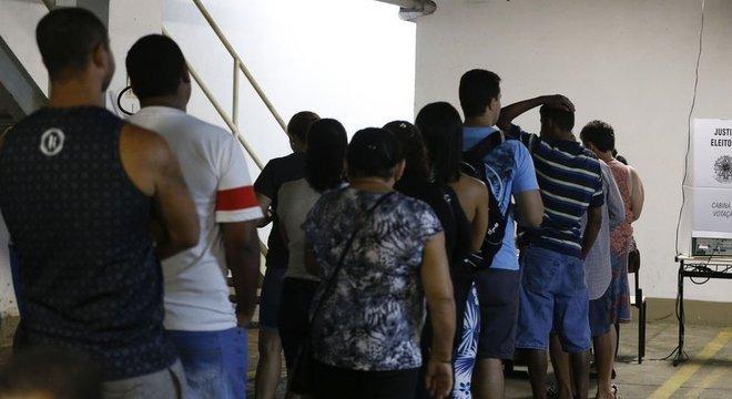 O TSE avaliou que manter as urnas em funcionamento por mais um dia teria um custo elevado, de R$ 180 milhões