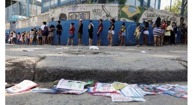 Compra de votos no Brasil resiste com uso de dinheiro, cesta básica, gasolina e até cachaça
