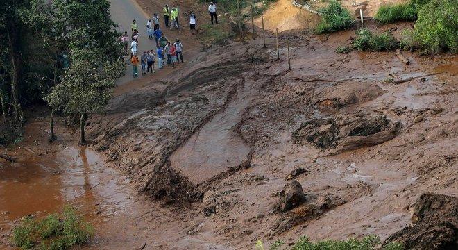 Pesquisador diz que famílias se mudaram voluntariamente de áreas de barragens após desastre em Mariana