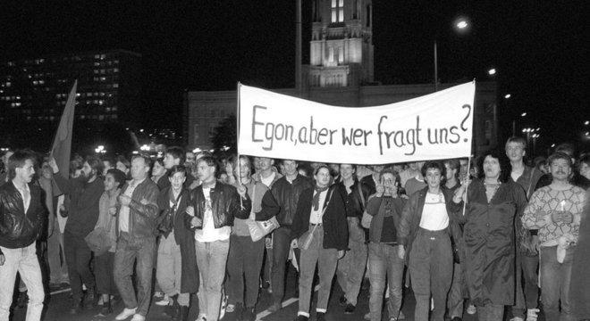 Três mil pessoas protestaram contra o líder comunista, em 24 de outubro de 1989