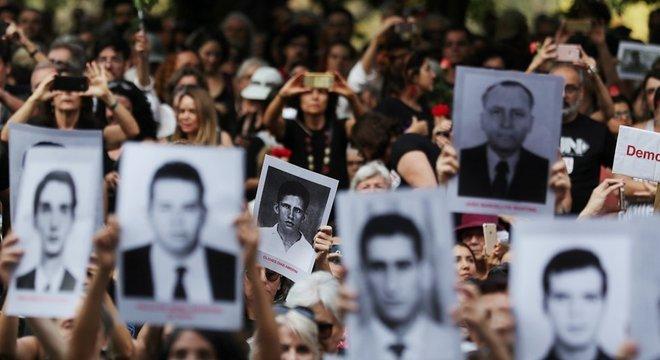 A ordem do presidente para comemoração do golpe de 1964 gerou protestos e críticas no país todo