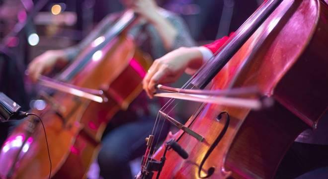 Hindman acredita que a orquestra falsa levou a música clássica a um público menos convencional