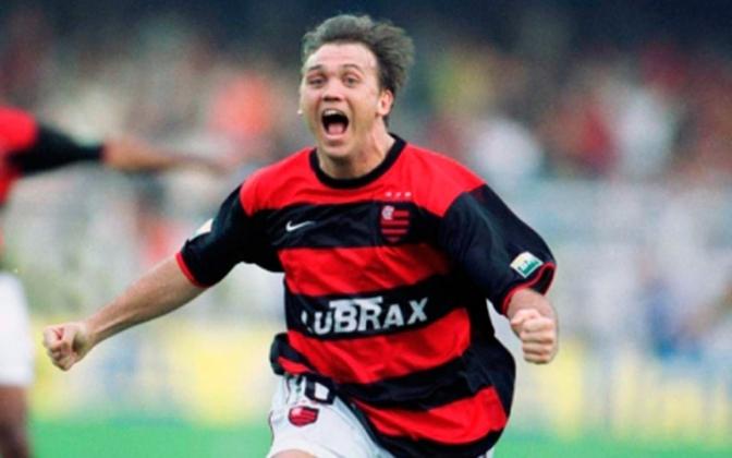 Petkovic - O meia sérvio jogou por diversas equipes brasileiras, como Flamengo, Fluminense, Santos, Goiás, Atlético-MG e Vitória. Foi campeão brasileiro, carioca e baiano durante sua estadia no futebol nacional