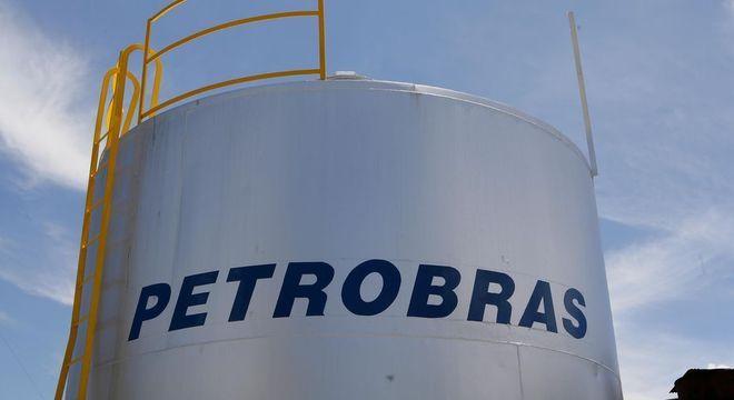 Retomada demandará mais gasolina e derivados e valorizá ações da Petrobras