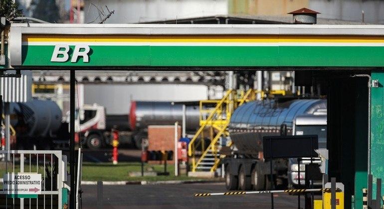 Importação de diesel pelo Brasil cai 33%, enquanto demanda cresce